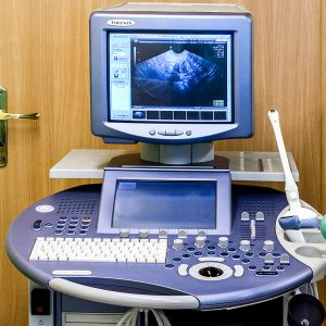 ultrasonograf w gabinecie ginekologicznym